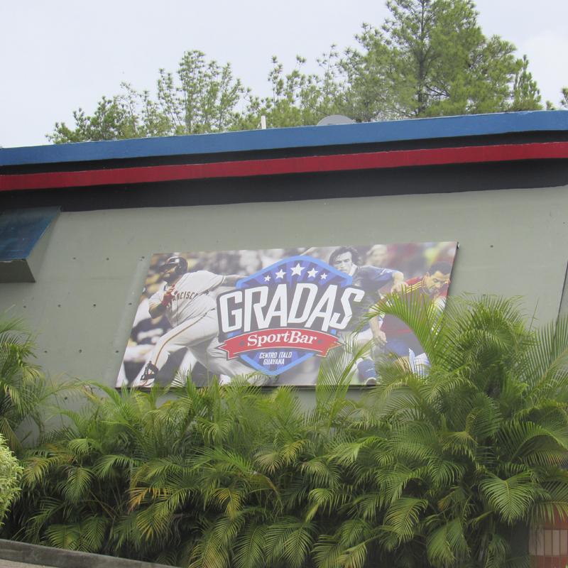 Remodelación y ampliación del Restaurante Gradas Sport Bar